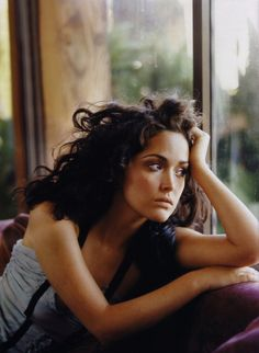Rose Byrne, 2004 {I feel like this picture resonates with me bc sometimes my hair is jacked up while my face is perfection} Pretty People, Beautiful People, Most Beautiful, Mary Rose Byrne, Rose Byrne Troy, Clavicut, Portraits, Mannequins, Her Hair
