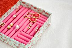 The Chic Technique: How to make a pretty little ring box from — wait for it — foam hair curlers - super idee auch zur aufbewahrung von ringen Jewellery Storage, Jewellery Display, Diy Jewelry Box, Diy Jewellery, Beaded Jewelry, Diy Storage, Jewelry Organization, Diy Projects To Try, Craft Projects