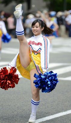Cheerleader Images, Hot Cheerleaders, Cheerleading Pictures, Sexy Asian Girls, Beautiful Asian Girls, Sexy Hot Girls, Japanese Legs, Japanese Models, Nfl Cheerleaders