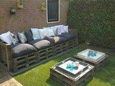 45 Outdoor Pallet Furniture Ideas and DIY Projects for Your Patio DIY Pallet Patio Furniture Pallet Garden Furniture, Outdoor Furniture Plans, Couch Furniture, Furniture Ideas, Sofa Ideas, Pallets Garden, Furniture Layout, Furniture Stores, Patio Plans