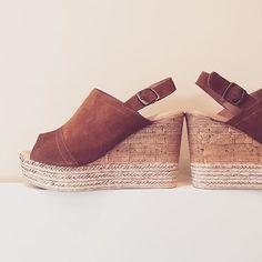 Descubre los mejores descuentos en Liberitae.com  #liberitae #liberitaeshoes #sienteteliberitae #hechoenespaña #madeinspain #zapatosdepiel #zapatos #shoes #shoesoftheday #shoedesigner #fashion #moda #piel #pums #salones #style #calzado