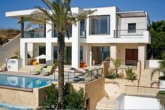 4 bedroom villa with heated pool and seaviews in Porto de Mós, Lagos, Algarve, Portugal - LUXURIOUS, modern 4 bedroom villa with STUNNING SEA VIEWS, situated directly in front of the Porto de Mós beach. Fully FURNISHED & EQUIPPED.  - http://www.portugalbestproperties.com/component/option,com_iproperty/Itemid,8/id,1118/view,property/#