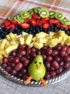 Easy Turkey Fruit Tray for Thanksgiving. An easy fruit appetizer idea. Easy Turkey Fruit Tray for Thanksgiving. An easy fruit appetizer idea. Kids love it! Fruit Appetizers, Thanksgiving Appetizers, Thanksgiving Recipes, Appetizer Recipes, Fruit Dips, Fruit Kabobs, Fruit Snacks, Thanksgiving Turkey, Thanksgiving Fruit Salad