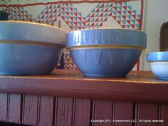 Old stoneware crock mixing bowls =>> American as apple pie! Vintage Bowls, Vintage Love, Vintage Dishes, Country Blue, Country Decor, French Country, Old Crocks, Antique Crocks, Glazes For Pottery