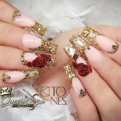 Nail art Christmas - the festive spirit on the nails. Over 70 creative ideas and tutorials - My Nails Fancy Nails, Bling Nails, Trendy Nails, My Nails, 3d Nails Art, Beauty And The Beast Nails, Red And Gold Nails, Gold Acrylic Nails, Gold Nail Designs