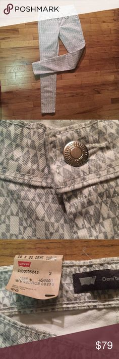 NWT Levi's Demi Curve 26 x 32 Lowrise Skinny Jeans NWT Levi's Demi Curve 26 x 32 Lowrise Skinny Jeans • really cool patterned white & gray with a dash of sparkle in the gray/silver • LOVE 💕 the item, but not the price? Send me a reasonable offer through the offer button! 🔵  S😢RRY, Offers will NOT be negotiated through comments.   Smoke FREE 🚭 Pet FREE Home  Sorry No 🚫Trades!  N🚫 Lowball Offers Please 😉 N🚫 Transactions OFF of Poshmark!   THANK YOU! & HAPPY POSHING!! 😎 Levi's Jeans…