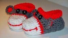 Sock Monkey Baby Slippers Handmade Crocheted by anniekscreations Sock Crafts, Crochet Crafts, Crochet Projects, Crochet Sock Monkeys, Crochet Monkey, Crochet Shoes, Crochet Slippers, Crochet For Kids, Crochet Baby