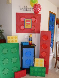 Lego themed party decorations - colored tissue paper and paper plates Lego Movie Party, Lego Themed Party, Ninjago Party, Lego Birthday Party, Lego Ninjago, Boy Birthday, Lego Lego, Themed Parties, Birthday Ideas