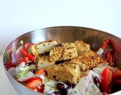 Bunter Salat mit Sesamtofu-Nuggets mit knapp 30g Eiweiß | Die TwinFit Veggie-Nuggets