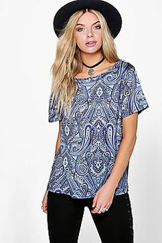¡Cómpralo ya!. Faye Off The Shoulder Paisley Print Tee. Steal the style top spot in a statement separate from the tops collectionCamis or crops, bandeaus or bralets, we've got all the trend-setting tops so you can stay statement in separates this season. Hit refresh on your jersey basics with pastel hues and pick a quirky kimono to give your ensemble that Eastern-inspired edge. Off the shoulder styles are oh-so-sweet, with slogans making your tee a talking point. , tophombrosdescubiertos…