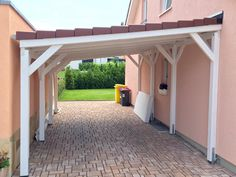 Carport aus Holz mit Pultdach There are plenty of things which could eventually finish ones Diy Pergola, Pergola Carport, Retractable Pergola, Pergola Swing, Deck With Pergola, Patio Roof, Gazebo, Pergola Ideas, Carport Designs