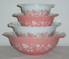 I'm on the search for pink pyrex! I adore these cute bowls...like my grandma used to have!