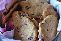 The addition of honey, oats and chocolate chunks in this recipe makes a terrific interpretation of the All-American Peanut Butter Cookie! Oatmeal Coconut Cookies, Oatmeal Chocolate Chip Cookie Recipe, Oatmeal Cookie Recipes, Peanut Butter Roll, Peanut Butter Cookies, Toffee Cookie Recipe, Toffee Cookies, Saltine Toffee, Bake Sale Recipes