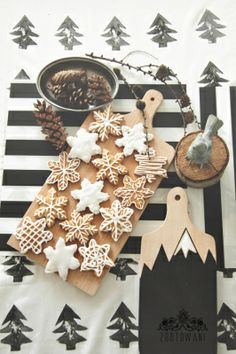 More Christmas Inspiration – Kim Gray Petite Christmas Mood, Merry Little Christmas, Noel Christmas, All Things Christmas, Christmas Cookies, Snowflake Cookies, Christmas Biscuits, Star Cookies, Christmas Sweets