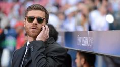 Xabi Alonso Proves He's The Classiest Guy In Football Yet Again Xabi Alonso, Oliver Peoples, Real Madrid, Lace Dress Styles, To My Future Husband, Get The Look, Mens Sunglasses, Classy, Football