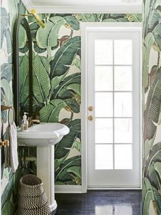 From vintage fixtures to bold wallpaper patterns, these beautiful bathroom design ideas will make your home's smallest room the most peaceful spot in the house Bold Wallpaper, Tropical Wallpaper, Wallpaper Ideas, Botanical Wallpaper, Wallpaper Designs, Spotted Wallpaper, Modern Wallpaper, Office Wallpaper, Botanical Bathroom