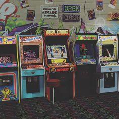 retro Retroteca Arcade (retroteca_arcade) on I - 80s Aesthetic, Aesthetic Collage, Aesthetic Vintage, Aesthetic Photo, Aesthetic Pictures, Aesthetic Painting, Aesthetic Black, Aesthetic Women, Aesthetic Fashion