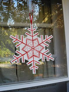 Looking for something cute to make for the holidays? Try one of these 10 snowflake crafts which includes cute mason jars, votives, ornaments and more.