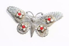 Vintage-Large-Sparkly-Silver-Coloured-Filigree-Style-Butterfly-Brooch-c1930s