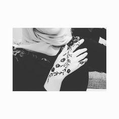 Henna to myself              #henna #hennatattoo #hennatattoos #tattoos #mehnditattoos #mehndi #design #hennadesign #mehndidesign #fashion #birthday #blackandwhite #art #bodyart #hennaart #mehndiart #mandala #india #bollywood #doodles