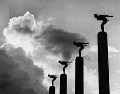 Miragem, c. 1950 São Paulo, SP jato de tinta 35,6 x 45,3 cm (37,0 x 46,8 cm) montagem (reprodução) © José Yalenti. Todos os direitos reservados. Reprodução proibida. CP0958 16-2007  Coleção Pirelli/ MASP de Fotografia