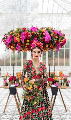 Imagine our delight when London-based favorites created not one, but two undeniably ravishing Frida Kahlo inspired wedding looks interpreting this icon. Mexican Outfit, Mexican Dresses, Mexican Style, Mexican Clothing, Mexican Party, Wedding Looks, Dream Wedding, Boho Wedding, Vestido Charro