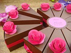 tort z papieru z pudełeczek podziękowań dla gości, więcej na stronie jotstudio.pl