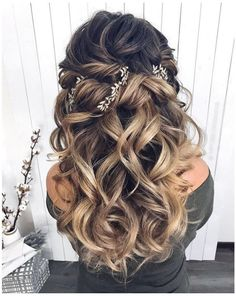 Lange Hochzeitsfrisuren 2019 Long wedding hairstyles 2019 For other models, you can visit … Wedding Hair Down, Wedding Hair And Makeup, Wedding Hairstyles For Long Hair, Down Hairstyles, Natural Hairstyles, School Hairstyles, Prom Hairstyles, Easy Hairstyles, Quince Hairstyles
