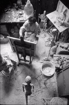 "Alberto Giacometti in his Studio (Atelier), Alberto Giacometti Photo by Ernst Scheidegger ""The object of art is not to reproduce reality, but to create a reality of the same intensity. Alberto Giacometti, Famous Artists, Great Artists, Artist Art, Artist At Work, Giacometti Paintings, Antoine Bourdelle, Portrait Studio, Art Studios"