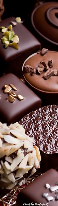 Magnificent and impressive in appearance. Divine Chocolate, Chocolate Dreams, Chocolate Delight, Chocolate Sweets, I Love Chocolate, Chocolate Coffee, Chocolate Lovers, Luxury Chocolate, Chocolate Shoppe
