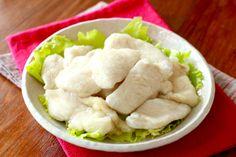 片栗粉ふって茹でて氷水にとるだけ!鶏むね肉がプルプルに化ける「水晶鶏」の作り方と簡単レシピ3選