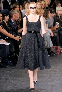 Louis Vuitton Fall 2010 Ready-to-Wear Fashion Show - Anne Vyalitsyna