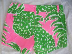"Lilly Pulitzer Callahan Pink Pout Flamenco Short-classic short, printed short in garment washed/fade resistant cotton twill, lower rise, flat front, front slash & back welt pockets, belt loop waistband, zipper fly & gold tone button closure, 100% cotton, machine wash/tumble dry, style #19280, inseam 5"", front rise 7"", back rise 15"", leg opening 22"", Marshalls (00)"