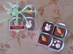 Caixa com 4 bombons de chocolate ao leite decorados.  R$ 12,00 cada caixa