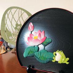 🕊 【#蓮 】 蓮の花と蛙 猛暑が続いております 私も夏風邪なのか、声が出ません😂 皆さまもどうぞご自愛くださいませ🐸 . . . #和 #和風 #縮緬 #古布 #ちりめん #手作り #ハンドメイド #japanesestyle #ものづくり #日本 #japan #押絵 #art #japaneseart #かえる #蛙