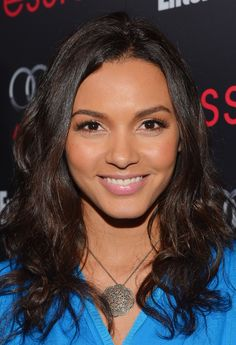 Jessica Lucas Sterling Pendant Jessica Lucas wore an intricately detailed pendant necklace to attend the Entertainment Weekly Pre-SAG Party. Famous Sisters, Famous Girls, Famous Women, Famous People, Romantic Good Morning Messages, Cute Good Morning Texts, Young Actresses, Hollywood Actresses, Jessica Lucas