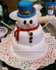 Homemade Sunny the L.A. Snowman Cake... This website is the Pinterest of Christmas cakes