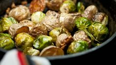 Contorno alla griglia, patate e broccoli alla griglia, cottura barbecue