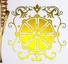 Dharma Rad Wandtattoo in Gold oder Kupfer und 31 Farben für die Wandtattoomontage bleibt im Mega Wohntrend und wirkt edel und harmonisch im Yogaraum oder Wohnzimmer #dharmarad #lichterleben #wandtattoo