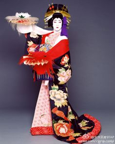 Fifth generation Bando Tamasaburo Japanese Costume, Japanese Kimono, Traditional Fashion, Traditional Art, Yukata, Kabuki Costume, Peking, Geisha Art, Japan Art