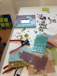 Discover thousands of images about Mosaic. Mosaic Tray, Mosaic Wall Art, Mosaic Tiles, Tiling, Mosaic Crafts, Mosaic Projects, Mosaic Designs, Mosaic Patterns, Stone Mosaic