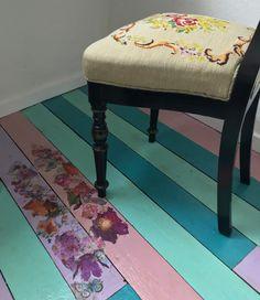 Malet gulv med decoupage Vanity Bench, Decoupage, Furniture, Home Decor, Decoration Home, Room Decor, Home Furnishings, Home Interior Design, Dresser To Vanity