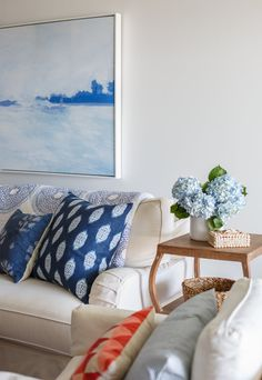 There's nothing like blue and white to bring a classically coastal look into your home! I'm loving the layers of blue in this beautiful Ponte Vedra Beach condo designed by Lauren Leonar…