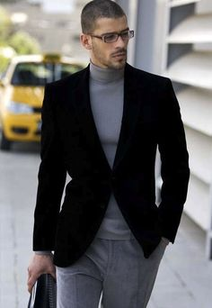 Pair a black velvet blazer jacket with grey chinos for drinks after work. Mode Masculine, Stylish Men, Men Casual, Casual Chic, Moda Men, Look Fashion, Mens Fashion, Grey Chinos, Moda Do Momento
