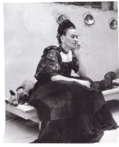 Frida Kahlo, 1942 photo Lola Alvarez Bravo