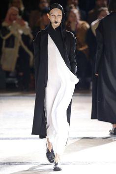Yohji Yamamoto | Ready-to-Wear - Autumn 2016 | Look 1