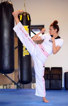 Durable polyamide mixed with the design of TopTen's experience in kickboxing and karate the kicking pants are ideal for quick and explosive kicking techniques in training and competition. Female Martial Artists, Martial Arts Women, Karate Kata, Tough Woman, Karate Girl, Super Hero Costumes, Aikido, Taekwondo, Judo