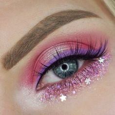 Unicorn eye Make Up in pink with glitter and stars | created by Darella-beauty
