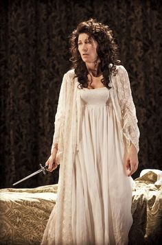Eve Best as Duchess of Malfi - Old Vic, London