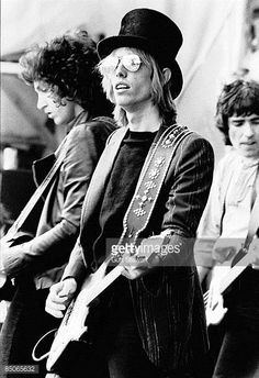 photo-of-tom-petty-and-tom-petty-the-heartbreakers-tom-petty-on-picture-id85065632 (419×612)